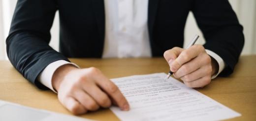 contrato-de-firma-de-hombre-de-cultivo_23-2147711012